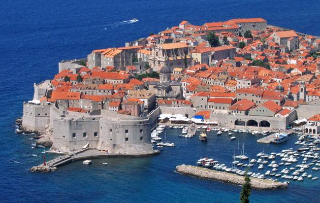 Sample the best Dubrovnik restaurants with luxury yacht charter