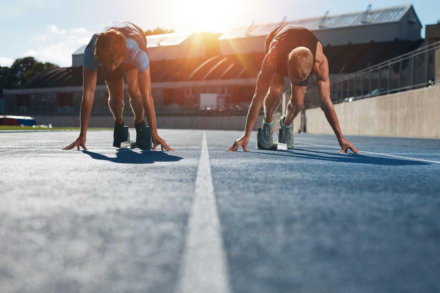 Kisajännitys tulee esiin usein erityisesti yksilöurheilussa. Joukkueurheilusssa haasteita aiheuttaa jäsenten eritasoinen latautuneisuus otteluissa.