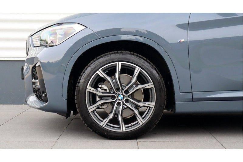 BMW X1 xDrive20i High Executive M Sport Panoramadak, Head-Up Display, Leder, Trekhaak afbeelding 4