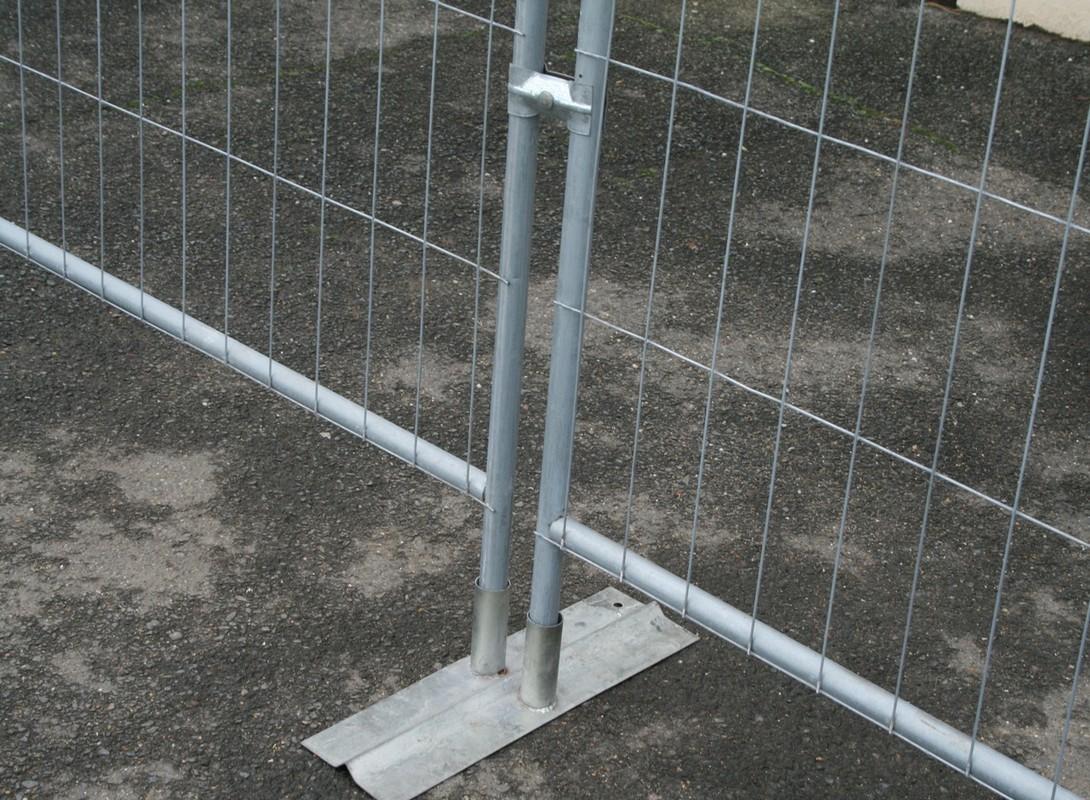 3.5m Pedestrian barrier feet