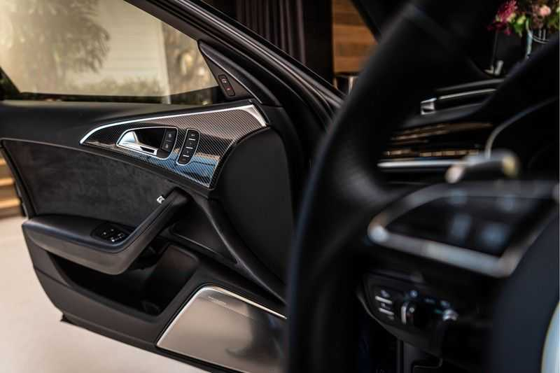 Audi RS6 Avant 4.0 TFSI quattro Performance   Ceramic   B&O   Head-up Display   Panorama   Milltek uitlaatsysteem afbeelding 18