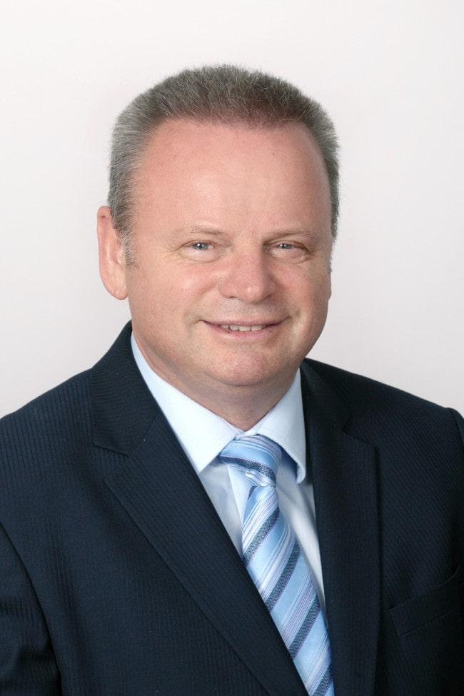 Dr. Popp József, az MTA doktora, agrármérnök, mérnök-közgazdász