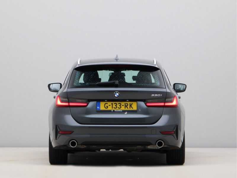 BMW 3 Serie Touring 330i Executive Edition afbeelding 5
