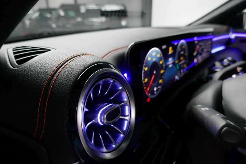 Mercedes-Benz CLA-Klasse Shooting Brake 200 d /// AMG Edition 1 Nightpakket - Sfeer verlichting afbeelding 12