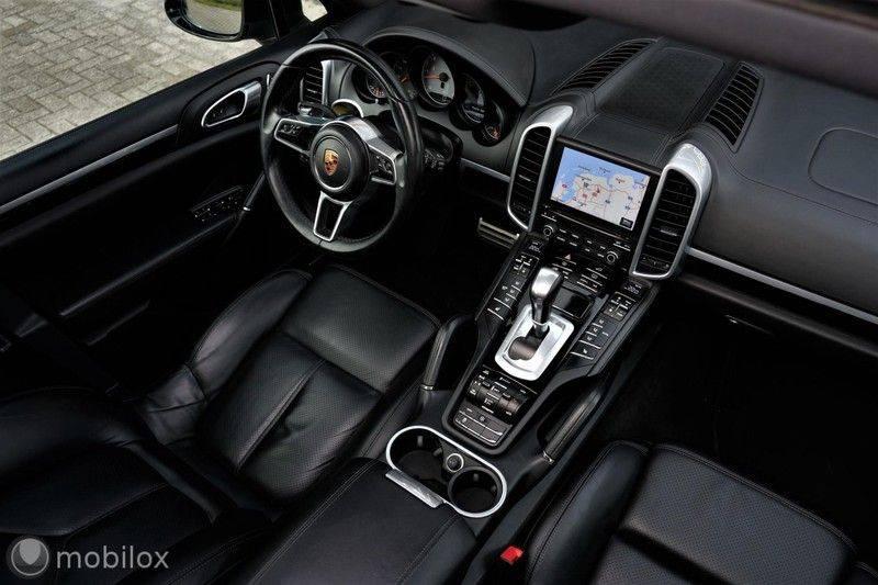 Porsche Cayenne 4.2 D S | Panoramisch dak | Bose | 850 Nm afbeelding 14
