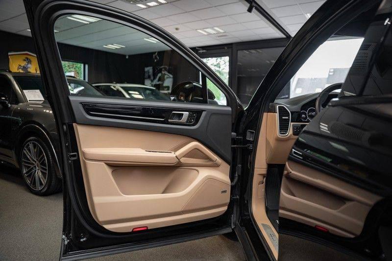 Porsche Cayenne Coupé Hybrid 22 Turbo Luchtvering Surround Camera ACC 3.0 E-Hybrid afbeelding 16