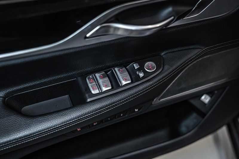 BMW 7 Serie 740e iPerformance M sport | €49.000,- Ex BTW| NP€135.000,-| Massagestoelen | Soft close | 20 inch | Surround view | Harman kardon afbeelding 7