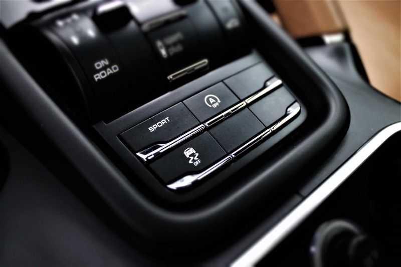 Porsche Cayenne 3.0 D Sport design  Porsche Approved Garantie Pano Lucht PDLS  afbeelding 10
