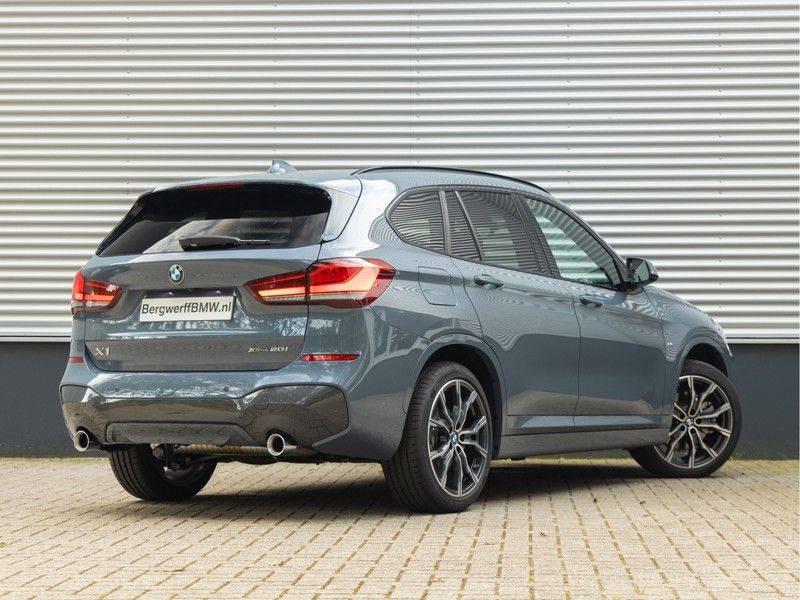 BMW X1 xDrive20i High Executive - Memoryzetel - Panorama - Trekhaak - Harman Kardon afbeelding 2