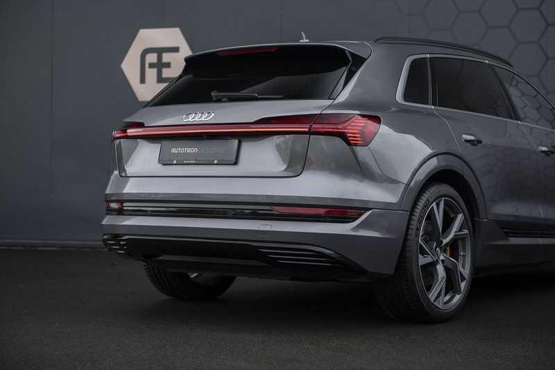 "Audi E-tron 55 e-tron quattro Advanced Pro Line S DECEMBER 2018!! € 146,- netto bijtelling pm! Head-up + B&O etc. Tot januari 2024 4% bijtelling!! Prijs inclusief 22"" velgen afbeelding 15"