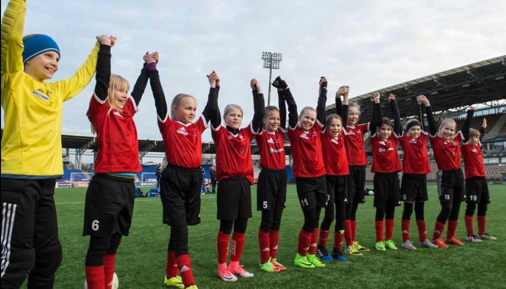 PEP:n tytöt ottavat yleisön haltuun HJK-turnauksessa.