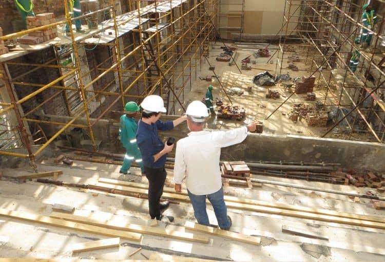 Bauleiter plant Baustellen-Projekt