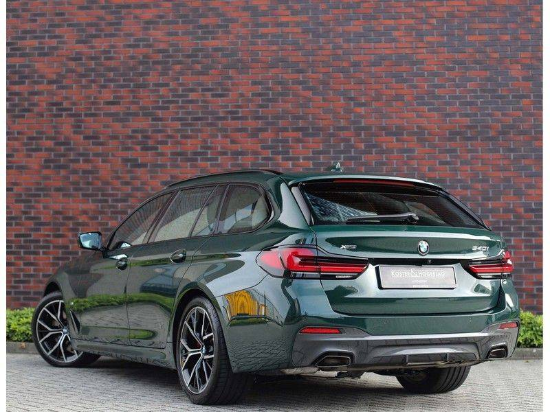 BMW 5 Serie 540i x-Drive *British Racing Green*HUD*Pano*Trekhaak* afbeelding 3