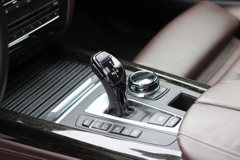 BMW X5 xDrive50i High Executive Pan.dak, Surr. view afbeelding 17