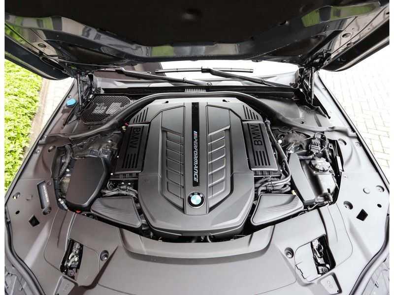 BMW 7 Serie M760Li xDrive *Dravit grey*Executive seats*Sky Lounge*Full option* afbeelding 15