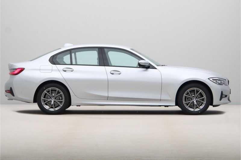 BMW 3 Serie 318i Sedan Exe Sportline Aut. afbeelding 3
