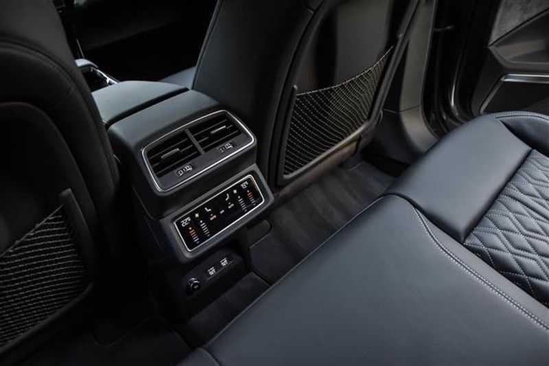 Audi e-tron SPORTBACK 55 QUATTRO S-EDITION HEAD-UP+22INCH afbeelding 6