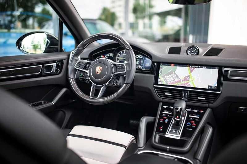 "Porsche Cayenne 3.0 E-Hybrid *Pano / BOSE / Massage / Stoelventilatie / 22"" / ACC / Sport Chrono* afbeelding 7"
