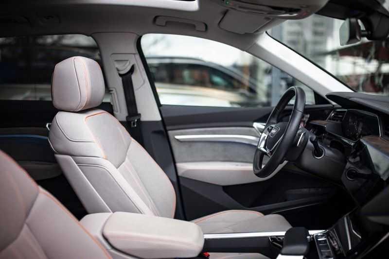 "Audi e-tron 55 Quattro *4% Bijtelling / Massage / HUD / Pano / 21"" / Hulppakket Stad & Tour* afbeelding 9"