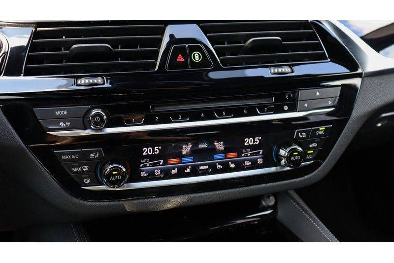 BMW 5 Serie Touring M550d xDrive High Executive Bowers & Wilkins, Head-Up Display, Soft-Close, Stoelventilatie afbeelding 9