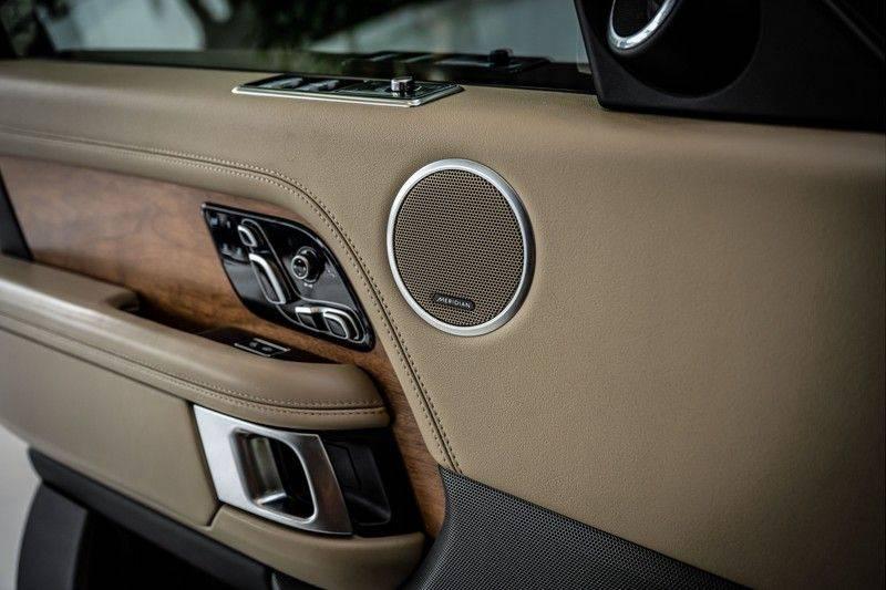 Land Rover Range Rover 4.4 SDV8 Black Pack | Panorama | Head-up Display | Trekhaak | Ambient lighting afbeelding 15