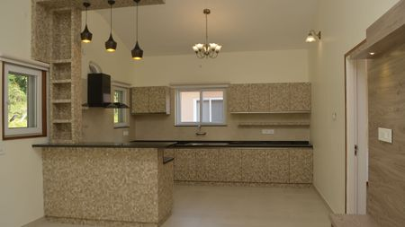 EQUIPPED OPEN KITCHEN