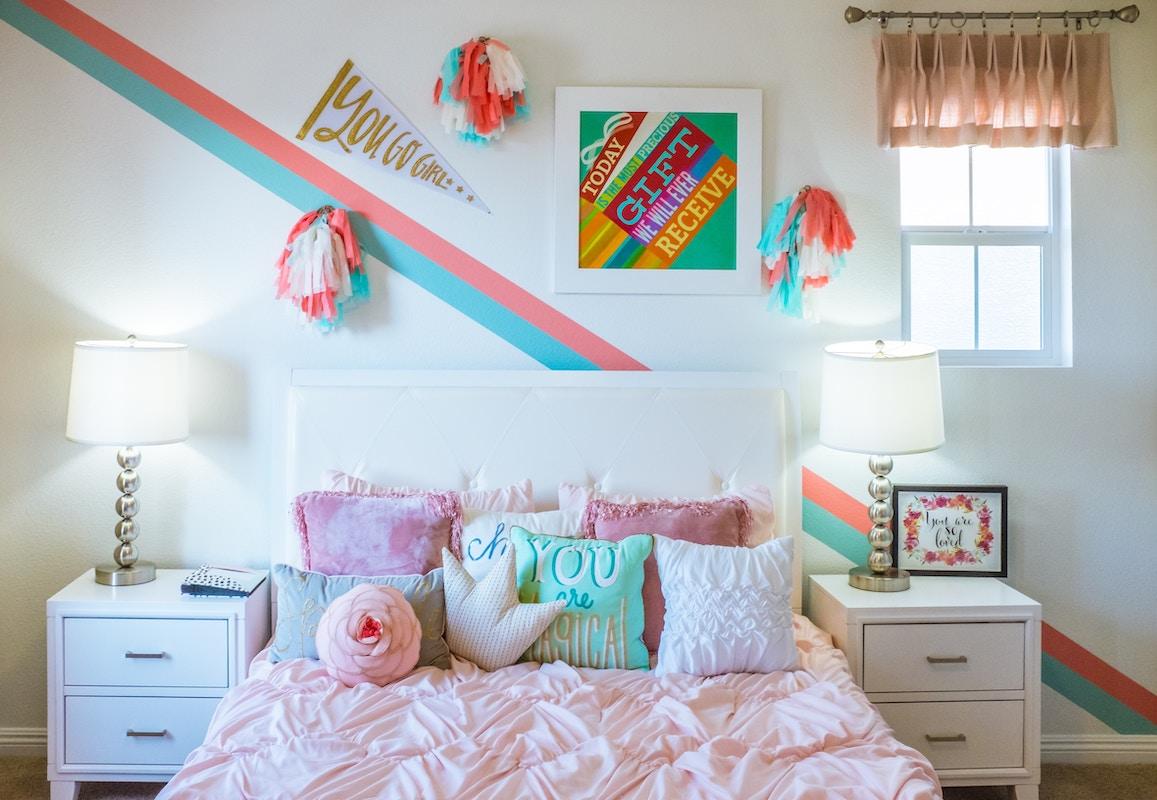 dormitorio-juvenil-chica-cojines