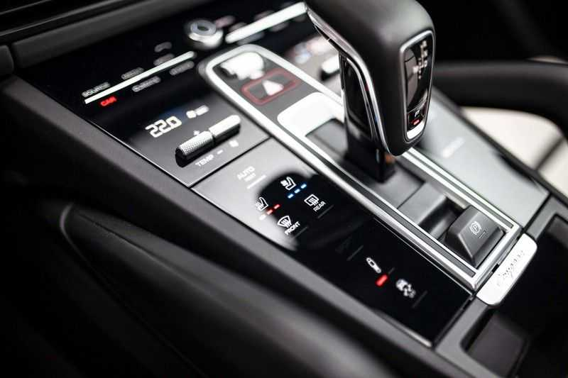 "Porsche Cayenne 3.0 E-Hybrid *Pano / BOSE / Massage / Stoelventilatie / 22"" / ACC / Sport Chrono* afbeelding 25"