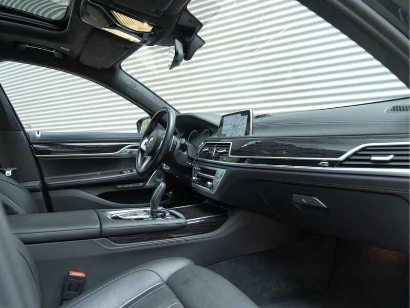 BMW 7 Serie M760Li xDrive - Bowers & Wilkins Audio - Night Vision - Entertainment Professional afbeelding 12