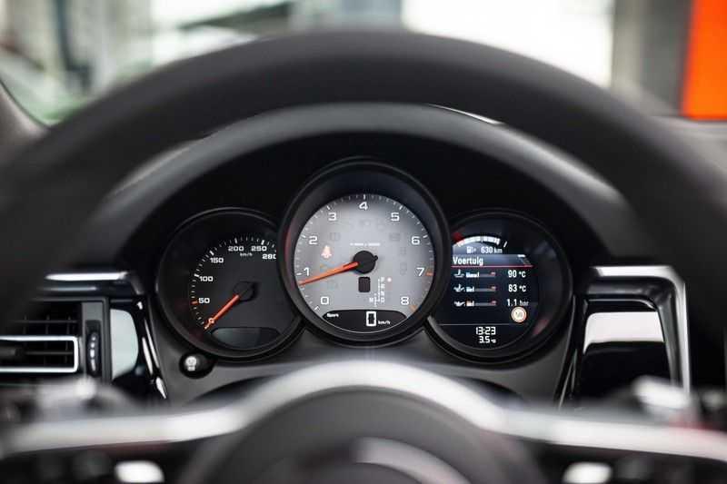 """Porsche Macan 3.0 S *Pano / 21"""" / Memory / DAB+ / Luchtvering / Rijbaanassistent* afbeelding 14"""