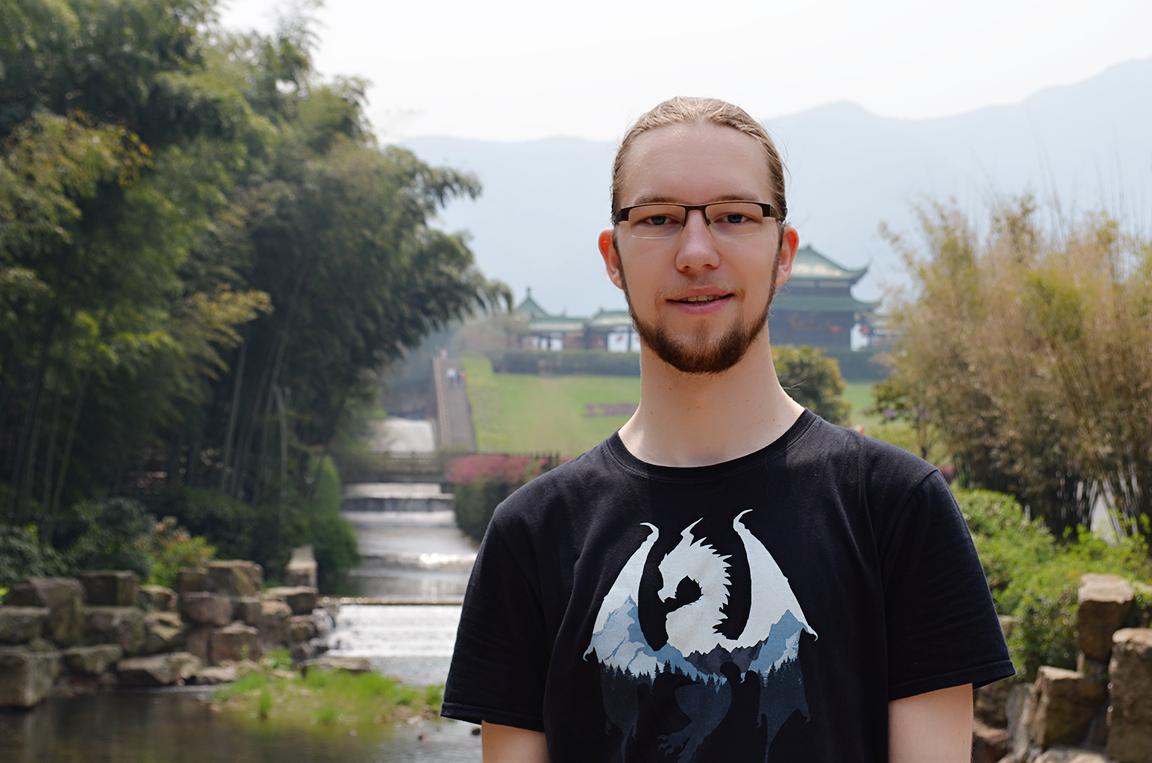 Ich im Bambuswald, äußerst chinesisch