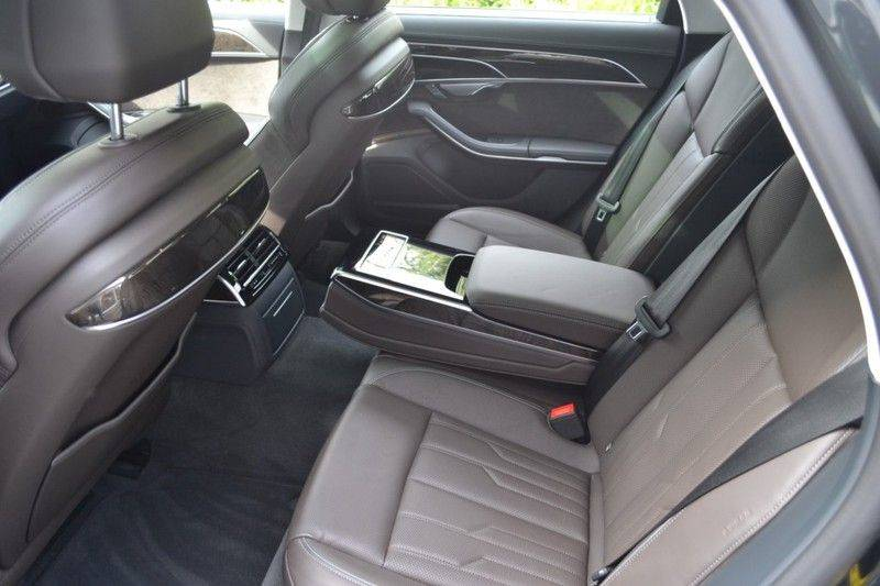Audi A8 55 TFSI Massage / Head Up / Nachtzicht afbeelding 9