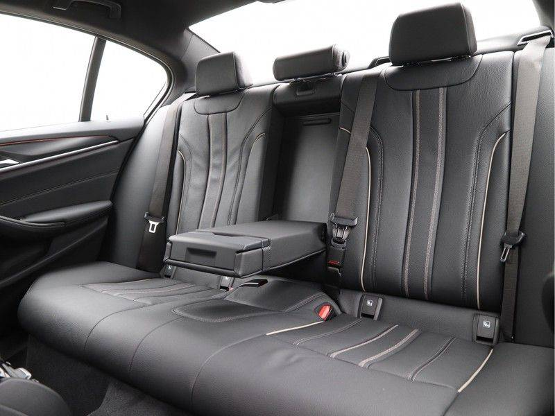 BMW 5 Serie 520i High Exe M-Sport Aut. afbeelding 14
