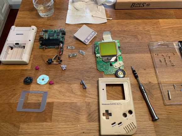 Game Boy Restoration, completely dismantled