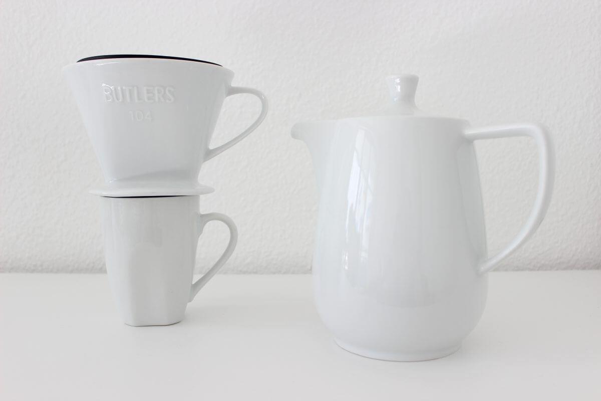 Kaffeekanne und Handfilter