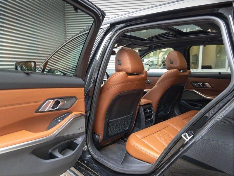 BMW 3 Serie Touring 330i M-Sport - Individual - Memoryzetel - Panorama - Trekhaak afbeelding 17
