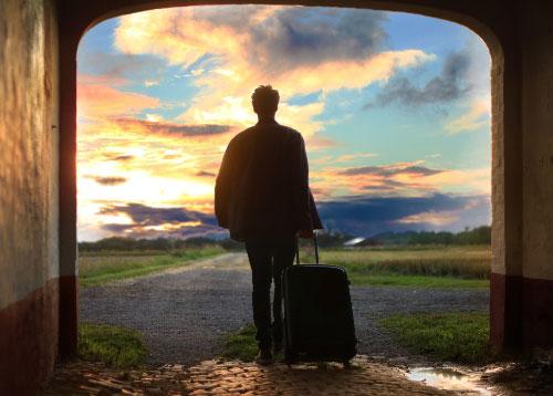 ¿Debe el empleado reservar su propio viaje de empresa?
