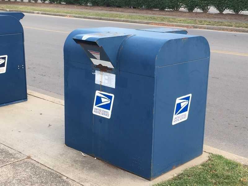 Уличный почтовый ящик в США