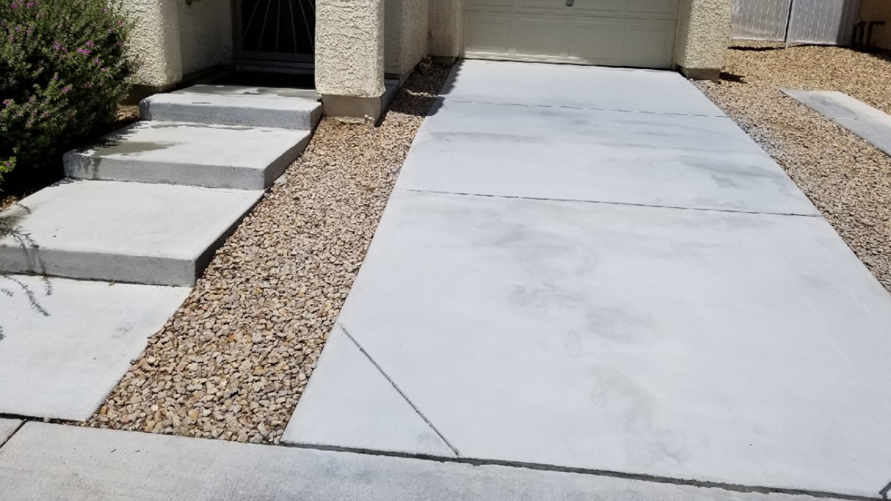 pressure-washing-residential-driveway--after-01
