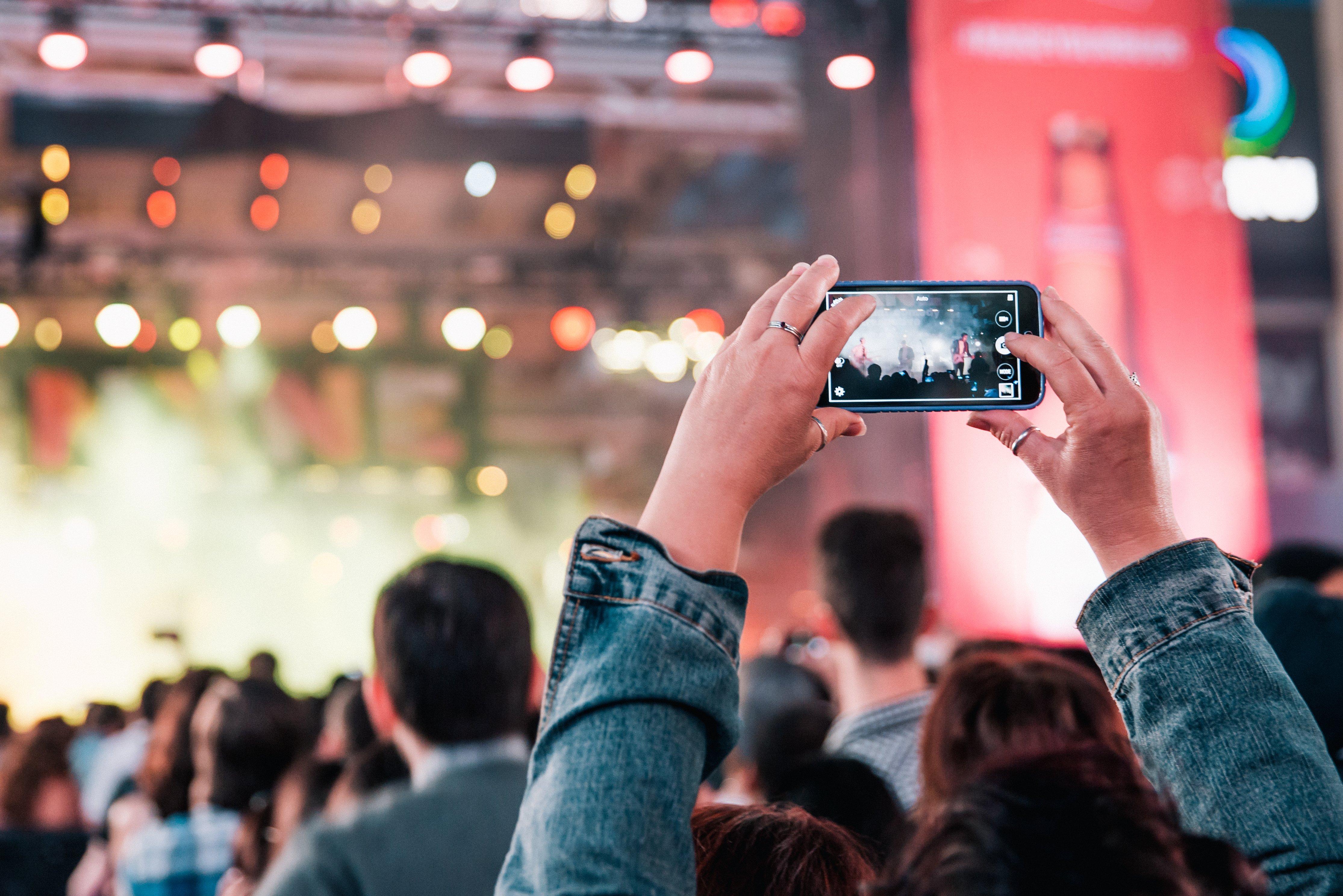 rock-concert-crowd.jpg