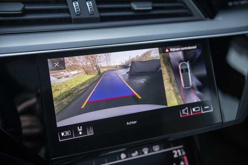 "Audi e-tron e-tron 55 quattro advanced Pro Line S 4% bijtelling!! DEC. 2018!! € 146,- netto bijtelling pm! Head-up + B&O etc. Tot januari 2024 4% bijtelling!! Prijs inclusief 22"" velgen afbeelding 20"