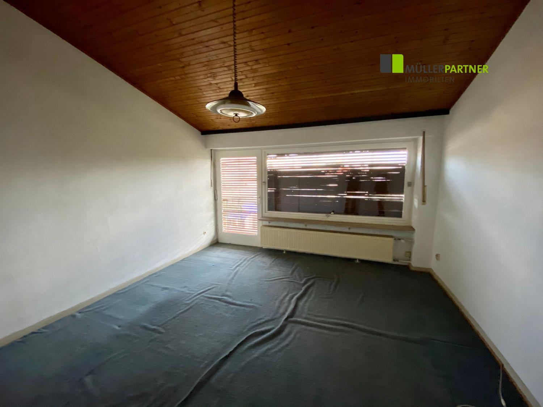 Sanierungsbeduerftiges Ein/Zweifamilienhaus mit Garage in Niederzier/Oberzier