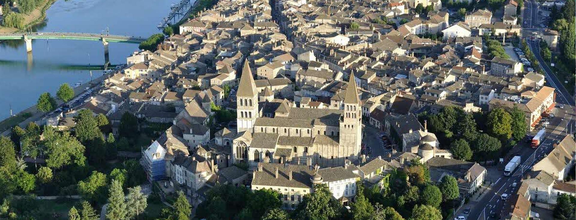 vue aérienne de tournus proche de parachutisme 71 - école de chute libre en Saône-et-Loire