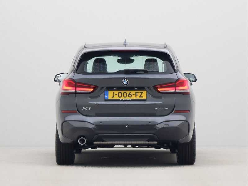 BMW X1 sDrive18i Executive Edition M-Sport Automaat afbeelding 12