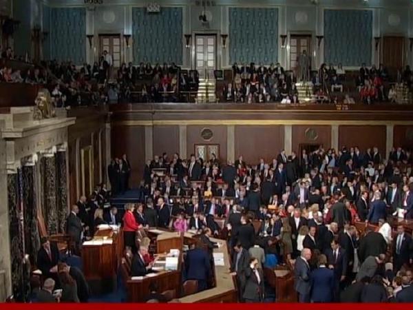 트럼프, 의회 검토법  동원..석탄'총기규제 폐지