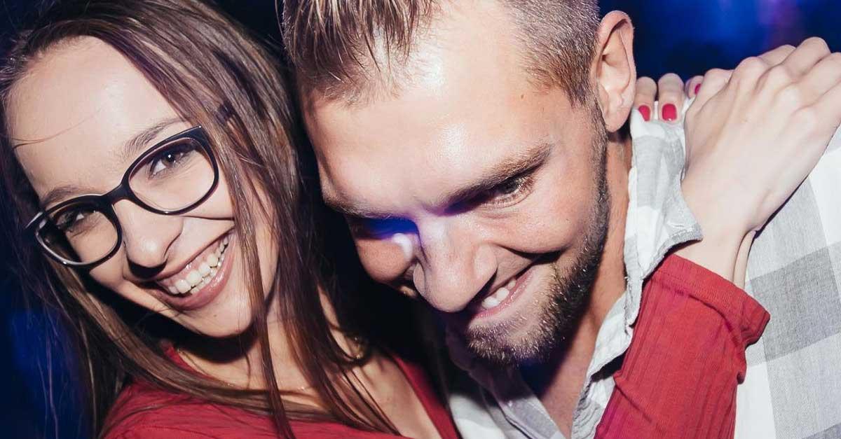 Wanita Penghibur Di Club Malam Untuk Pria Kesepian