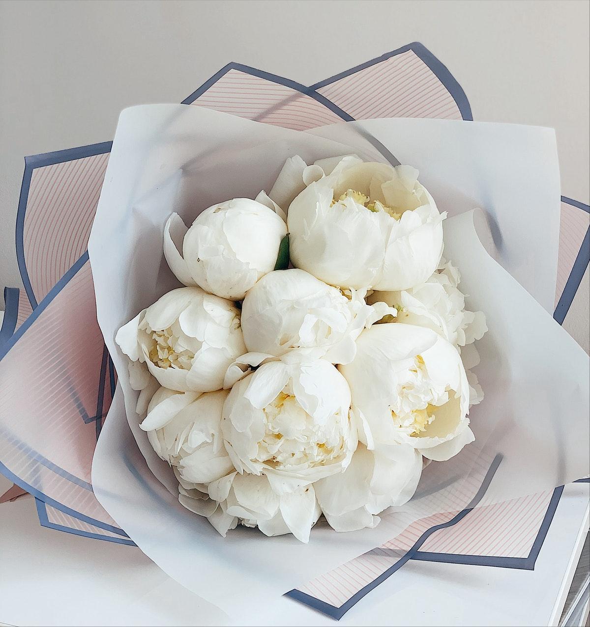 bloomie_new_york_florist_white_peonies