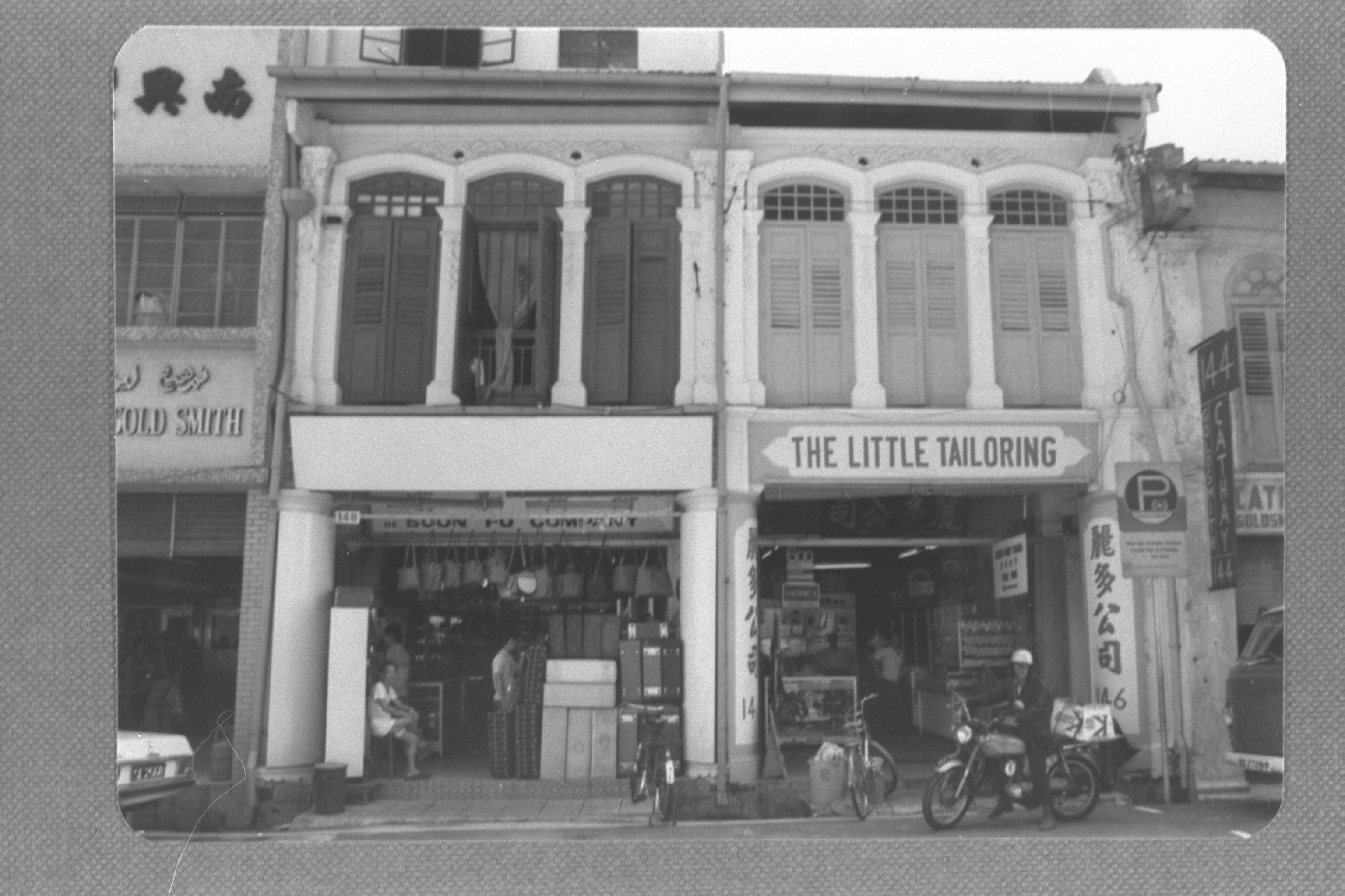 Tailoring shop on Arab Street, 1985. URA Collection, courtesy of National Archives of Singapore