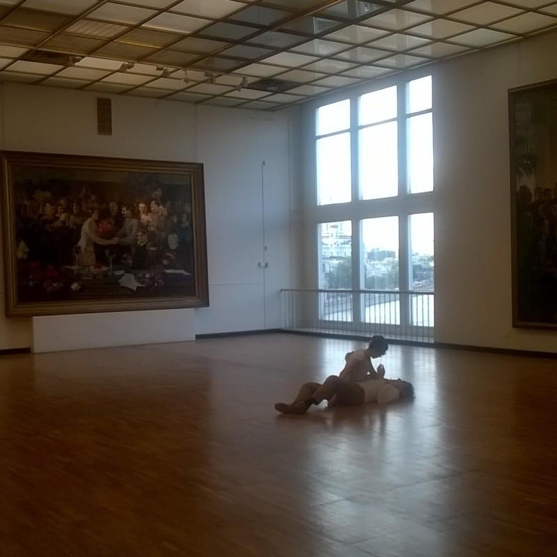 «Поцелуй» (2002) Тино Сегала в Третьяковской галерее. Источник: dance-story.livejournal.com