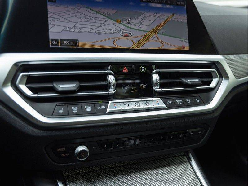 BMW 3 Serie Touring 330i M-Sport - Panorama - Driving Assistant Professional - DAB afbeelding 25